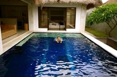 Traditional House Design With Swimming Pool Healthy home design and eco friendly in balinese home Home design Small Backyard Pools, Small Pools, Outdoor Pool, Outdoor Spaces, Outdoor Living, Swimming Pool House, Swimming Pool Designs, Swimming Pools, Style Ibiza
