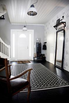 I just like it. Nice hardwood floors. Beautiful big mirror. Excellent modern pendant lights.