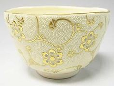 抹茶碗 白粒一重唐草文 Japanese Screen, Japanese Art, Ceramic Bowls, Ceramic Pottery, Japanese Tea Ceremony, Chawan, Pottery Designs, Macau, Tea Cups