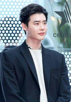 ❤❤ 이종석 Lee Jong Suk    one beautiful face ♡♡ that smile.. that look..