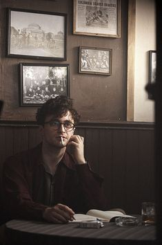 Your Darlings Movie still of Daniel Radcliffe as Allen Ginsberg in Kill Your Darlings.Movie still of Daniel Radcliffe as Allen Ginsberg in Kill Your Darlings. Allen Ginsberg, Jack Kerouac, Dane Dehaan, Beat Generation, Jack Huston, Kill Your Darlings, Harry James Potter, Daniel Radcliffe Harry Potter, Child Actors