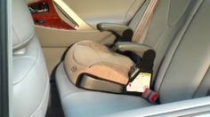 9 Dicas importantes de segurança para crianças no carro Car Seats, Child Safety, Toddler Lounge Chair, Cars, Tips, Places