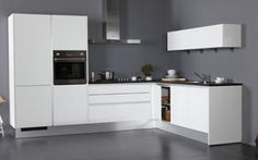 Bruynzeel Keukens fronttype Pallas o.a. in wit hoogglans greeploos, is het gekozen front voor Woonsfeer Design. Kitchen Ideas New House, Kitchen Interior, Dining Area, Sweet Home, Kitchen Cabinets, New Homes, Table, Inspiration, Furniture