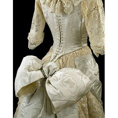 Gown from the collection of the Victoria and Albert Museum.