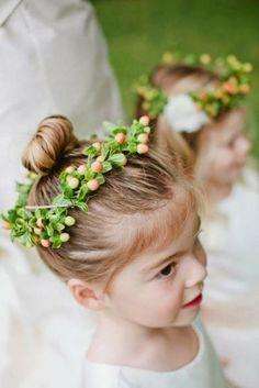 Voir coiffure pour mariage petite fille jolie
