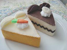 Deliciosos y realistas pasteles, galletas y cupcakes realizados en suave fieltro acolchado. Esta es una recopilación de algunos de los trabajos artesanales de Felt Fakery Bakery.