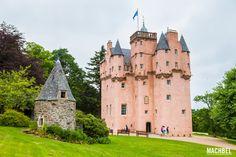 Jardín y torre del Craigievar Castle Los mejores castillos de Escocia by machbel