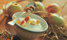 Süss-saure Mostmousse mit Äpfeln - Rezepte - Schweizer Milch Creme Fraiche, Mousse, Gelatine, Cereal, Recipies, Sweets, Desserts, Breakfast, Food