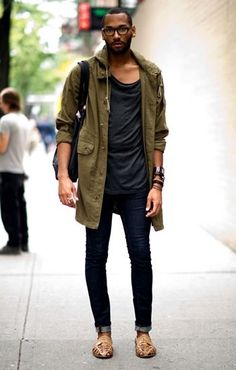 Military coat, loose tee and straight leg jeans - what a win!