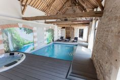 Location vacances gîte Noyant-et-Aconin: Espace Bien-Être : Piscine intérieure chauffée, Spa, Hammam, Sauna, Soins corps Style At Home, Piscina Interior, Architecture Jobs, Timber Frame Homes, Indoor Swimming Pools, New Home Designs, Pool Houses, My Dream Home, Home Deco