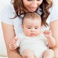Atragantamiento del bebé: maniobras de desobstrucción vía www.mibebeyyo.com