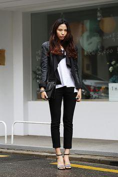 ソウル Gangnam, SEOUL. Yoo Han Na, student. Zara shirts and pants, jacket from a boutique in Garosugil.アジアの街角ファッションスナップ―シンガポール、バンコクなど