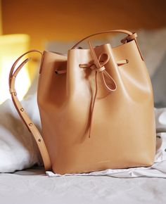 Review: Mansur Gavriel bucket bag in cammello | Fake Leather blog