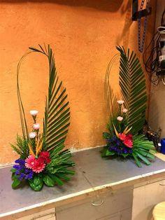Tropical Floral Arrangements, Creative Flower Arrangements, Ikebana Flower Arrangement, Church Flower Arrangements, Beautiful Flower Arrangements, Tropical Flowers, Beautiful Flowers, Beautiful Pictures, Altar Flowers