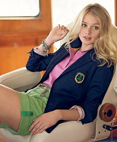 preppy street style loving the navy blazer with green shorts! Preppy Outfits, Mode Outfits, Summer Outfits, Girl Outfits, Estilo Preppy, Preppy Girl, Preppy Look, Fashion Moda, Look Fashion