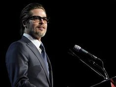 Superstar Brad Pitt led the crowd on a sing-along at the 2015 Palm Springs International Film Festival awards Gala. The 51-year-old star had visible o