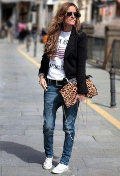 #streetstyle #boyfriendjeans #converse printed tee-shirt, black jacket