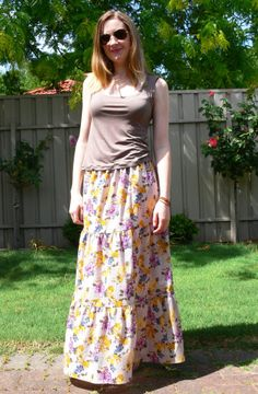 DIY Maxi Skirt with your own measurements... don't know if I'm skilled enough with the sewing machine to really pull this one off but its still super cute!