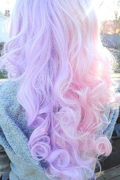 Buenos dias muchachos :3   Já falei de cabelo colorido aqui, nesse post, e vi que vocês gostam desse assunto então resolvi falar de nov...