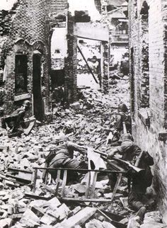 Japanese troops street fighting in Shanghai, autumn 1937 http://ww2db.com/image.php?image_id=527