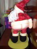 Papa Noel mostrando trasero Elf On The Shelf, Ronald Mcdonald, Santa, Holiday Decor, Christmas, Home Decor, Ideas, Christmas Patterns, Christmas Themes