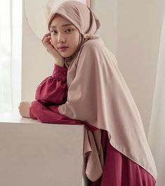 Syar'i and simple style untuk di rumah Hijab Style Dress, Casual Hijab Outfit, Simple Hijab, Fashion 2020, Simple Style, Hijab Fashion, Novel Wattpad, Model, Dena