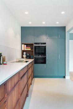 Kitchen Dinning, Home Decor Kitchen, Kitchen Interior, Beach House Kitchens, Home Kitchens, Kitchen Trends, Kitchen Cabinetry, Modern Kitchen Design, Kitchen Layout