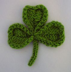 Cute #knit shamrock.  This would be used for so many things!  Turn it into a brooch or attach it to a festive card; it's perfect for St. Patrick's Day!