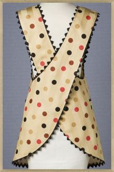 Would be good for a pottery apron. Polka Cafe apron - love this look, need to dig out my pattern and make some aprons up. Retro Apron Patterns, Vintage Apron Pattern, Apron Pattern Free, Aprons Vintage, Vintage Sewing Patterns, Retro Vintage, Fabric Crafts, Sewing Crafts, Sewing Projects