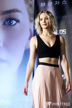 Jennifer Lawrence at Passengers Seoul press conference Curvy Celebrities, Hollywood Celebrities, Hollywood Actresses, Celebs, Jennifer Lawrence Joy, Jenniffer Lawrence, Happiness Therapy, Gorgeous Women, Beautiful People