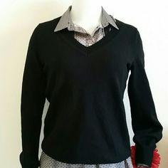 BANANA REPUBLIC SWEATER 🎀 In pre-loved conditions.. Black EXTRA FINE MERINO. SWEATER.. SIZE SMALL Banana Republic Sweaters V-Necks