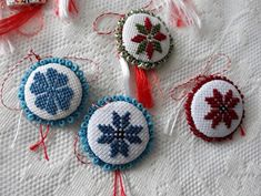 Culori cusute...: 8 Martie 8 Martie, Dream Catcher, Crochet Earrings, Christmas Ornaments, Holiday Decor, Projects, Home Decor, Log Projects, Dreamcatchers