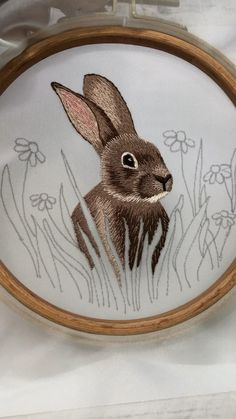 Embroidery hare Diy Embroidery Shirt, Diy Embroidery Patterns, Basic Embroidery Stitches, Hand Embroidery Flowers, Embroidery Hoop Art, Christmas Embroidery, Couture, Crafts, Hand Embroidery Patterns