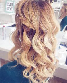 """Fryzury krok po kroku na Instagramie: """"Dzień dobry! A raczej dobry wieczór :) Misiaczki, wpadajcie na YT, czeka na Was nowy tutorial: upięcie na wesele dla włosów do ramion ☺…"""""""