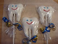 Tooth Cake Pops that your dentist will LOVE! Cupcakes, Cake Truffles, Cake Pops, Dental Cake, Happy Dental, Tooth Cake, Dental Health Month, School Cake, Cake Tutorial