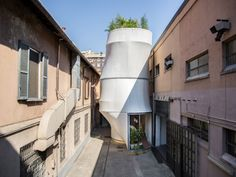 Une habitation urbaine et visionnaire qui s'adapte à son environnement. #projetMINILIVING #environnement #Milan