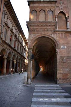Bologna, da Piazza Rossini in Via Zamboni, la Chiesa di Santa Rita, foto di Adriana Moretti