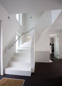 Die Treppe als stilistisches und verbindenes Element im Haus.