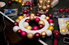 Diapers and Dog Fur: Crafting - DIY Christmas Bulb Wreath