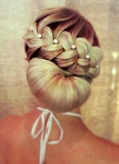 bridesmaid braid wedding hair ideas #bridesmaids #weddinghair #weddingchicks www.weddingchicks...