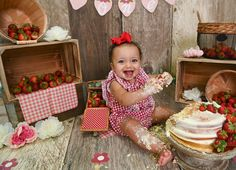 Children Photography, Family Photography, Kids Photo Props, Strawberry Picking, Themes Photo, Photographing Kids, Children And Family, Best Photographers, Cake Smash