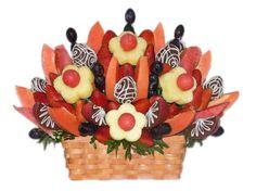 Choco Garden    Un hermoso arreglo frutal lleno de deliciosas frutas, vibrantes colores, frescura y sabor, ideal para cualquier ocasión.    Una combinación de Fresas Rojas, Fresas cubiertas de chocolate de leche, Uvas, Manzanas, Sandia, Piña y Papaya o Melón* acomodadas en una canasta de mimbre rectangular.    Aprox. 80 piezas frutales.