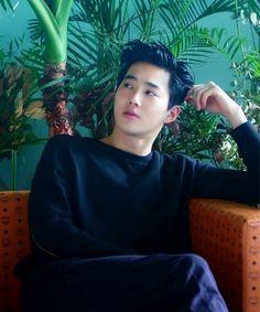 baekhyun went directly to suho for help escaping the mafia. when baek gave his reason, suho gave him an odd look but agreed. Park Chanyeol, Chanyeol Baekhyun, Sehun Hot, Kpop Exo, Bias Kpop, K Pop, Vixx, Shinee, Tao