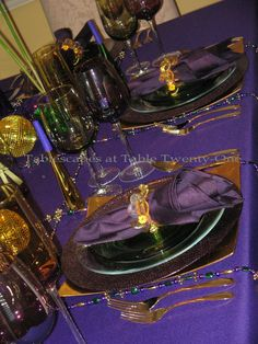 Elegant Mardi Gras Table Centerpieces | ve never used a royal purple table linen for