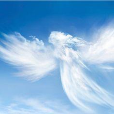 El Ángel de la Guarda nunca deja nuestro lado, aun cuando dudemos de él. Permanece siempre a la espera de nuestro llamado