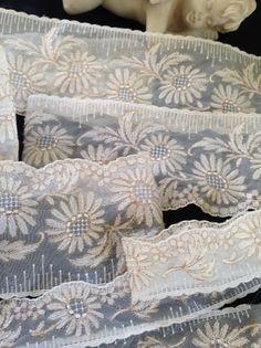 Organzaband - Antik!Plauener Spitze,Tüllspitze bestickt,Organza - ein Designerstück von mypatchworld bei DaWanda Lace Trim, Bed Pillows, Embroidery, Etsy, Tejidos, Needlepoint, Vintage Lace, Embellishments, Linen Fabric