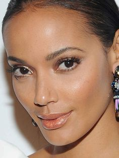 Close-up of Selita Ebanks at the 2016 ACE Awards.