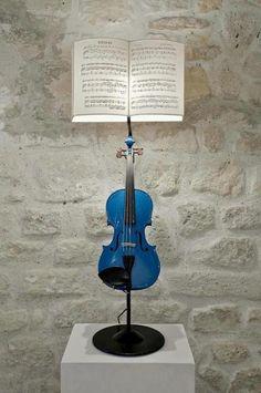Violin Lamp  http://bilbolamp.blogspot.com.es/2013/04/lamparas-con-instrumentos-musicales-de.html