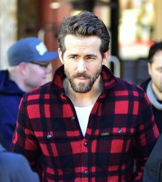 """Pin for Later: Ryan Reynolds Jokes About His """"Disturbing"""" Experience With the New Baby"""