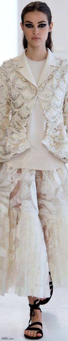 Fashion design inspiration haute couture christian dior Ideas for 2019 Dior Fashion, Paris Fashion, Runway Fashion, Autumn Fashion, Fashion Outfits, Christian Dior, White Fashion, Trendy Fashion, Womens Fashion